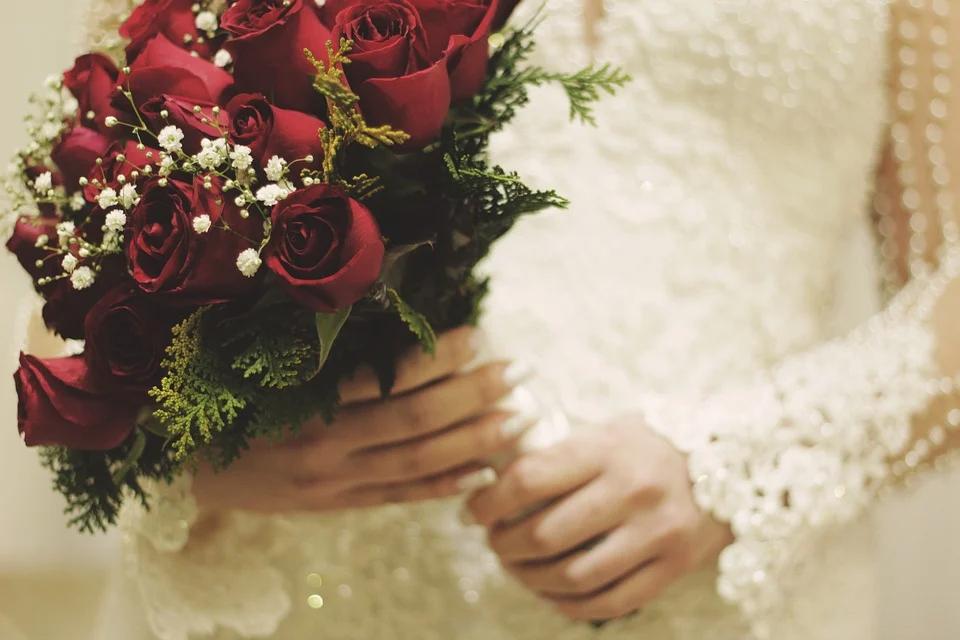 結婚祝いで喜ばれる人気のプレゼントとは?金額相場についても紹介