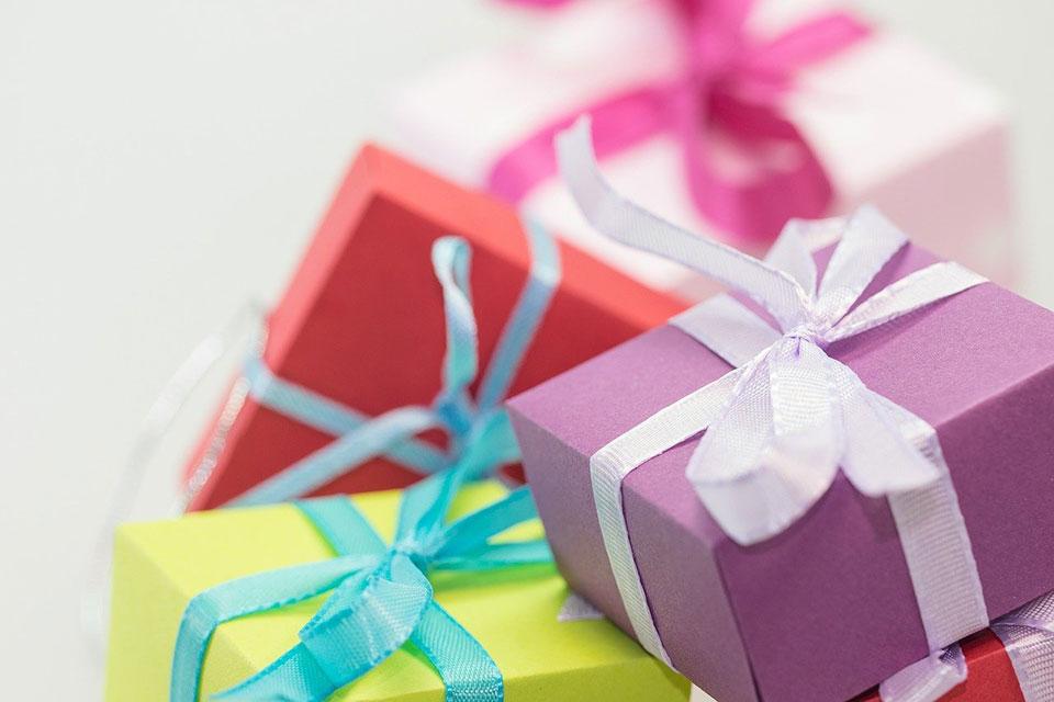 名入れプレゼントのメリットや選び方とは?
